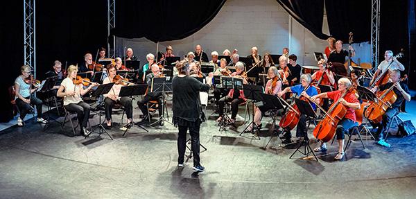 Concert in de oefenruimte van het Deventer Symfonisch Orkest